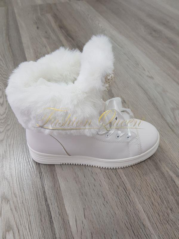 Fashion Queen - Dámske oblečenie a móda - Biele tenisky s kožušinou 543db4969bc